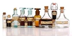 Verschiedene Ausgangstinkturen homöopathischer Arzneimittel